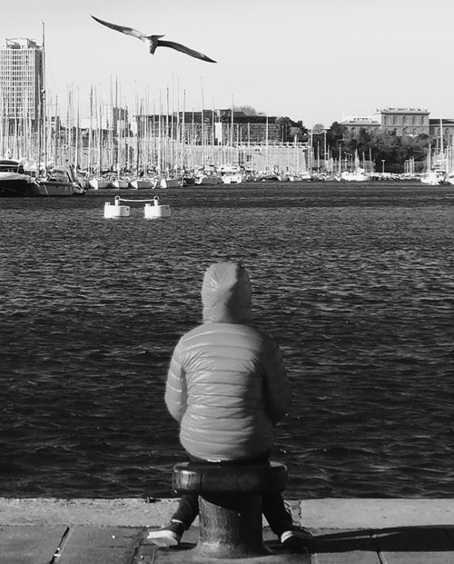Tableau panoramique noir et blanc Contemplation du port de Marseille