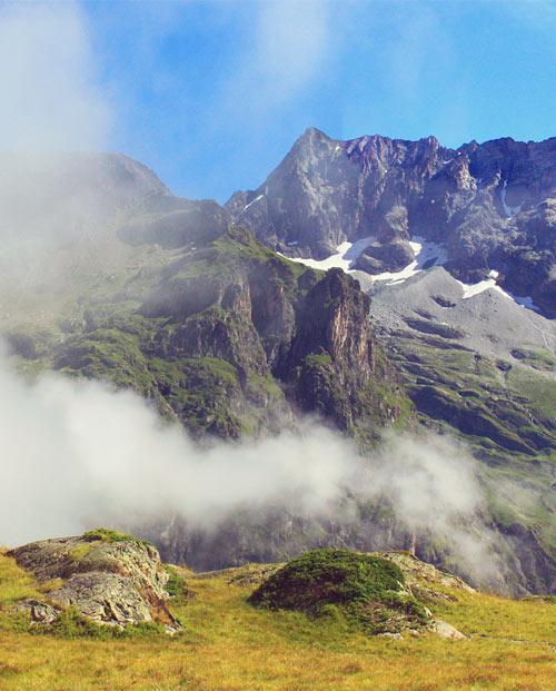 Zoom Panoramique photo Les montagnes embrumées